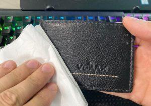 Como limpar carteira de couro