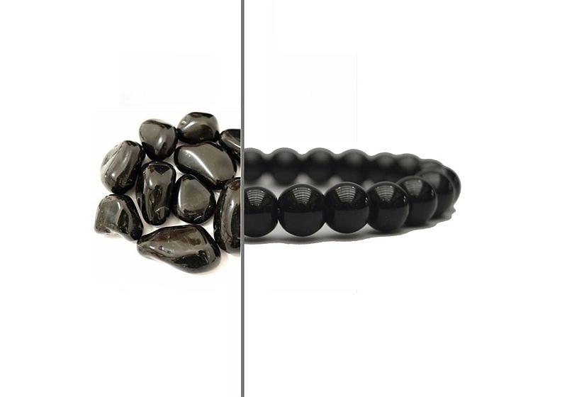 Imagem aproximada de metade pedra ônix e metade pulseira feita com a pedra