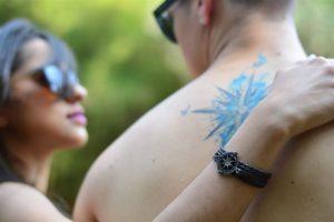 Imagem de um casal de namorados